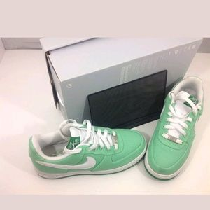 WOMEN'S LUCKY GREEN THROWBACK AIR FORCE 1 SIZE 8